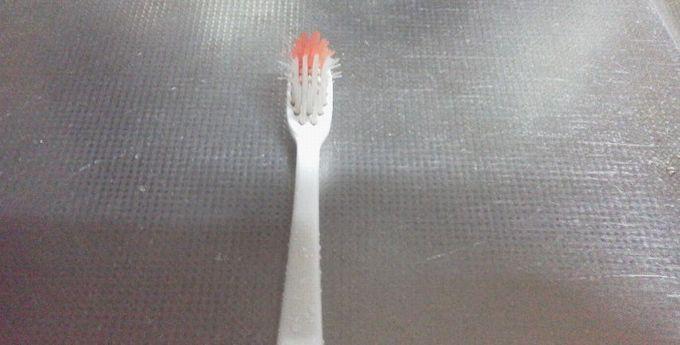 お湯につけた後の歯ブラシ