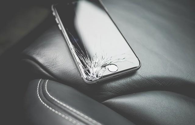 壊れたスマホ-クレジットカードの保険補償