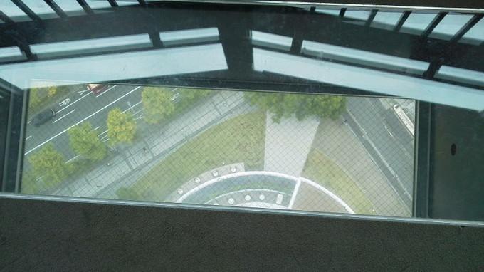 横浜マリンタワーの床