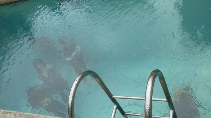 プールを上から-金沢21世紀美術館
